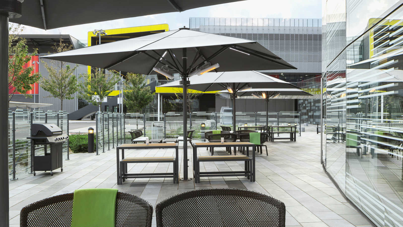 aloft london excel outdoor terrace